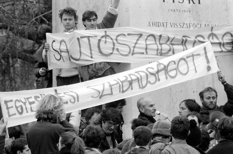 1988. március 15., Pákh Tibor beszél a Bem szobornál / Fotó: MTI