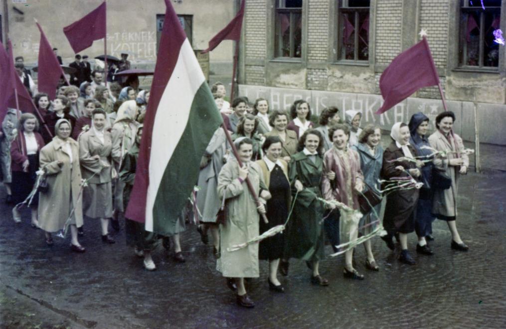 Felvonulás Békéscsabán - már 1957-ben... / Fotó: Fortepan.hu