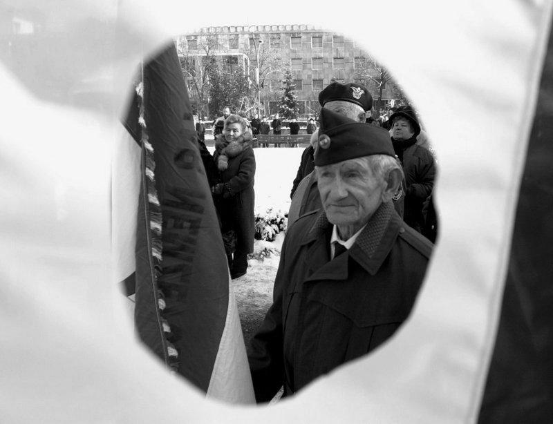 Méltán büszkék: Halász Imre kovácsmester, a Nemzetőrség 76 éves salgótarjáni tagja / Fotó: MTI